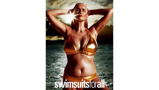 Nicola Griffin ist nicht nur kurviger, sondern mit 55 Jahren auch älter als die meisten Models. (Bild: Swimsuits for All)