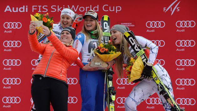 Siegerselfie mit Nici Hosp, Viktoria Rebensburg und Lara Gut am vergangenen Wochenende in Garmisch (Bild: AFP or licensors)