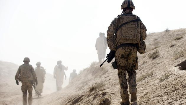 Deutsche Soldaten im Auslandseinsatz (Bild: MICHAEL KAPPELER /AFP/picturedesk.com)