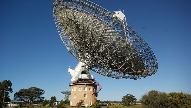 Das 64-Meter-Radioteleskop in Parkes (Australien) (Bild: Wikipedia/Ian Sutton (CC BY 2.0))