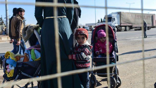 Flüchtlingsverteilung bleibt Europas wunder Punkt (Bild: APA/AFP/BULENT KILIC)