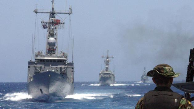 NATO-Schiffe in der Ägäis (Bild: ARIS MESSINIS / AFP / picturedesk.com)