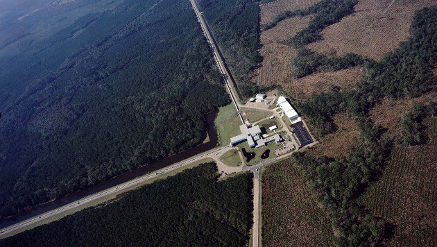 ... und jenes in Livingston (Louisiana) (Bild: Caltech/MIT/LIGO Laboratory)