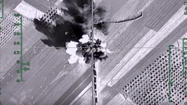 Ein russischer Luftschlag in der N�he von Aleppo (Bild: ASSOCIATED PRESS)