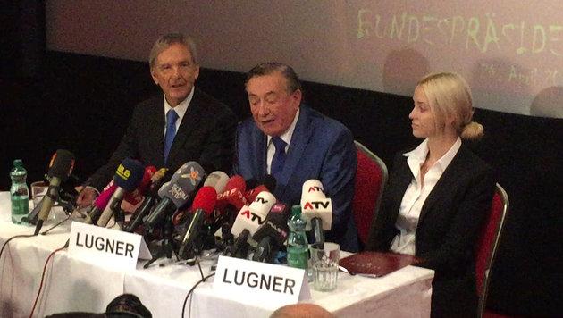"""""""Lugner bot uns Geld für Unterstützungsstimmen"""" (Bild: krone.tv)"""