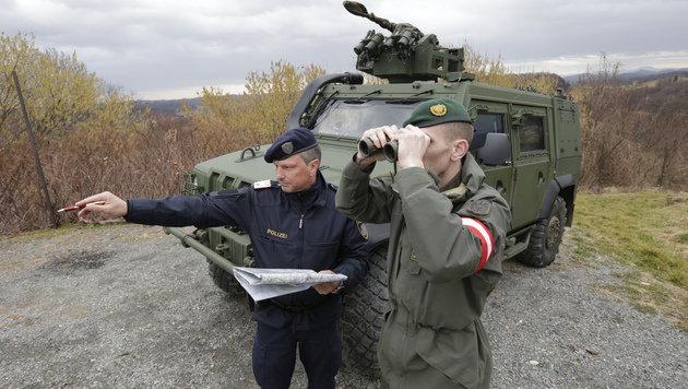 Gemischte Patrouille an der gr�nen Grenze (Bild: Klemens Groh)