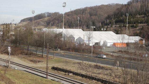 In Slowenien werden die Menschen in diesen Zelten nahe �entilj betreut. (Bild: Klemens Groh)