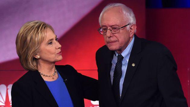 Sanders mit seiner Rivalin Hillary Clinton (Bild: AFP)