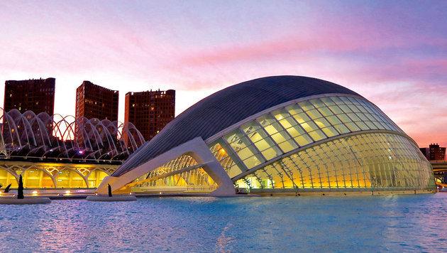 Valencias modernes Wahrzeichen: die Freizeitoase mit 3D-Kino und Oper (Bild: Karl Grammer)