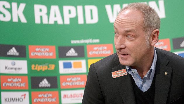 Rapid-Sportchef M�ller w�hrend PK bestohlen! (Bild: APA/ROLAND SCHLAGER)