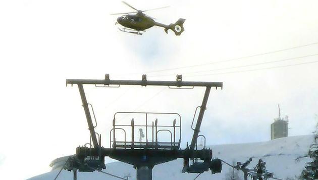Urlauber mit Helikoptern von Sessellift gerettet (Bild: APA/ROBERT JAEGER)