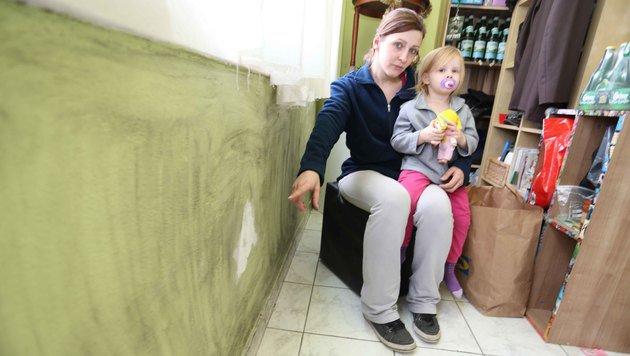 Kathrin K. mit ihrer Tochter (Bild: Reinhard Judt)