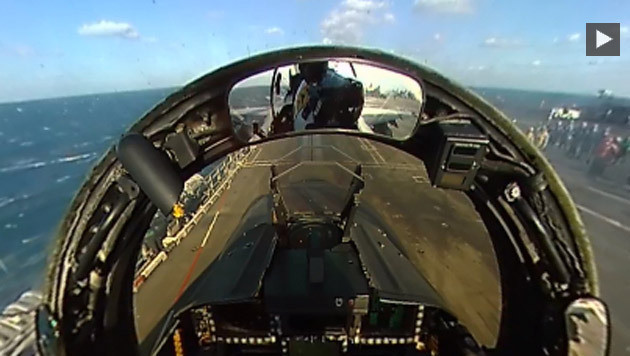 Blick aus dem jet-Cockpit auf der USS Ronald Reagan (CVN 76) (Bild: Facebook.com/USS Ronald Reagan (CVN 76))