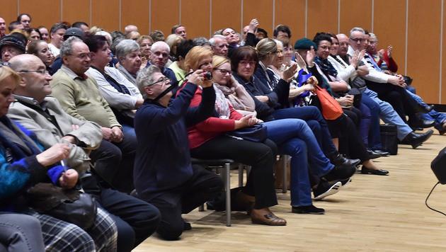 550 Wiener str�mten zur Info-Versammlung. (Bild: Patrick Huber)
