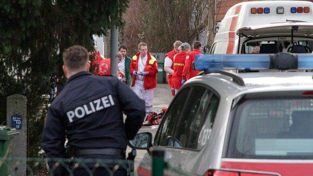 Die Rettungskräfte am Tatort (Bild: Markus Schütz)
