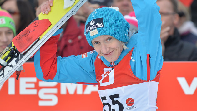 Zw�lfter Weltcupsieg f�r Iraschko-Stolz in Ljubno (Bild: APA/BARBARA GINDL)