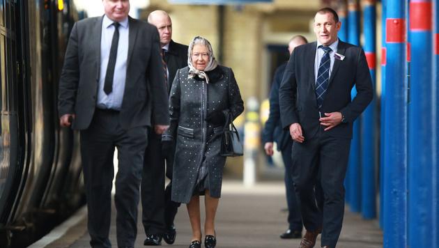 Queen Elizabeth fuhr lieber mit dem Zug. (Bild: Splashnews)