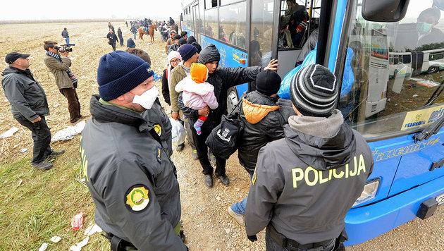 Auch Slowenien begrenzt die Einreise von Migranten (Bild: APA/AFP/STRINGER)
