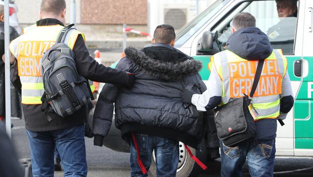 EU-Urteil: Haftverlängerung für Asylwerber möglich (Bild: APA/Sebastian Willnow)