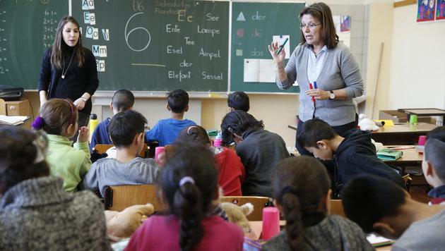 Die 14 Flüchtlingskinder in der Volksschule freuen sich über jedes neu gelernte Wort auf Deutsch. (Bild: Reinhard Holl)