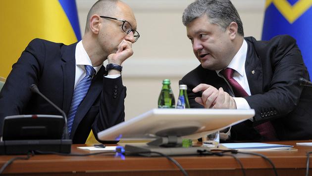 Ministerpräsident Jazenjuk und Präsident Poroschenko (Bild: AFP)
