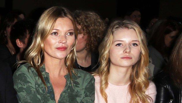 Kate und Lottie Moss 2014 bei einer Modenschau (Bild: Viennareport)