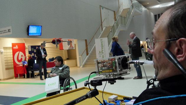 Mit dem 4D-Joystick steuert Gerhard Nussbaum Drohnen und allerlei andere RC-Fahrzeuge. (Bild: Dominik Erlinger)