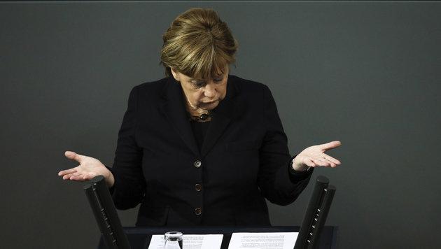 F�r Merkel gibt es nur zwei Alternativen: Kooperation mit der T�rkei oder vollkommene Abschottung (Bild: ASSOCIATED PRESS)