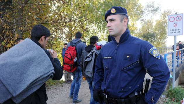 Kroatische Polizei soll Fl�chtlinge stoppen (Bild: APA/AFP/-)