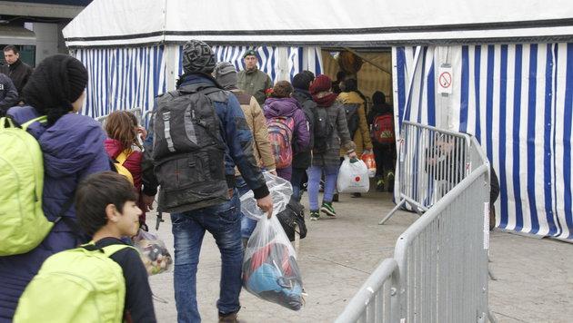 Ankommende Flüchtlinge in Spielfeld (Bild: Sepp Pail)