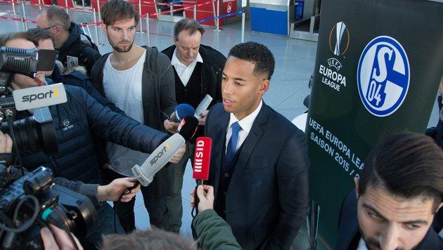 Schalke-Kicker Aogo während Interviews beklaut! (Bild: EPA)