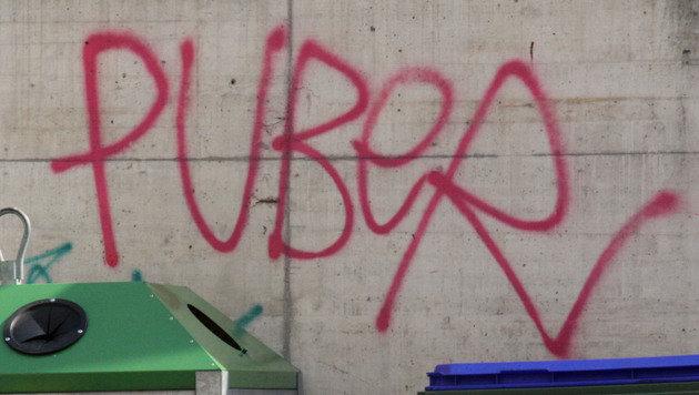 Dieser Schriftzug prangte auf vielen Wänden und Fassaden. (Bild: ANDI SCHIEL)