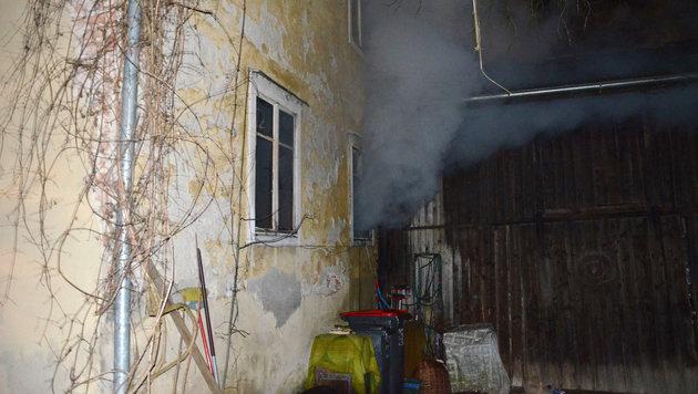Mann im Schlaf von Rauchgasen überrascht - tot (Bild: APA/FF HAAG)