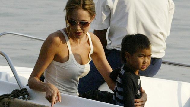 Angelina Jolie mit Maddox im Jahr 2006 (Bild: AP)