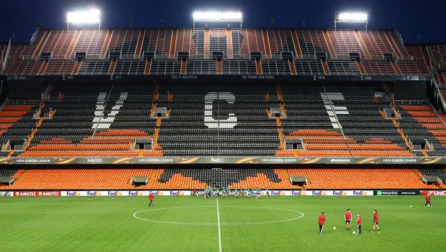 Keine Sorge, bis zum Anpfiff ist die Tribüne im Mestalla-Stadion wohl nicht mehr leer! (Bild: GEPA)