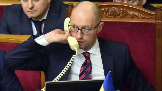 Premier Arseni Jazenjuk gerät zunehmend unter Druck. (Bild: APA/AFP/SERGEI SUPINSKY)