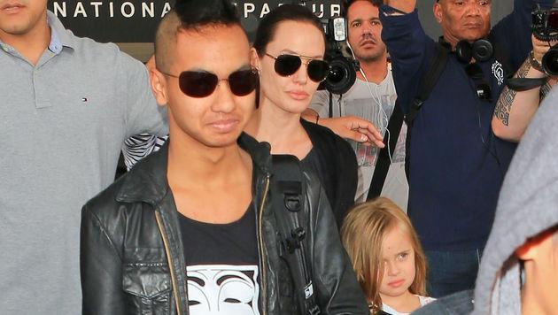 Angelina Jolie mit Maddox und Vivienne (Bild: Viennareport)