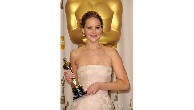 """Jennifer Lawrence mit ihrem Oscar für """"Silver Linings"""" (Bild: Viennareport)"""