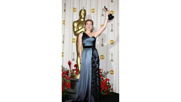 """Winslet nahm den Oscar für """"Der Vorleser"""" in einer Robe aus dem Atelier Yves Saint Laurent entgegen. (Bild: Viennareport)"""