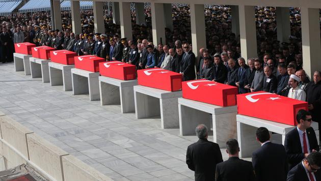 Kurdengruppe TAK bekennt sich zu Ankara-Anschlag (Bild: AP)