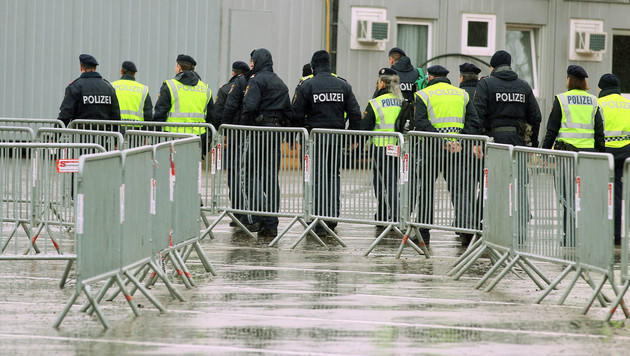 Spielfeld: Bisher nur zwölf Asylanträge gestellt (Bild: AP/Ronald Zak)