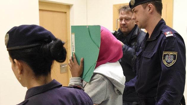 Verurteilte Schwedin (17) kommt in Behandlung (Bild: APA/HELMUT FOHRINGER)