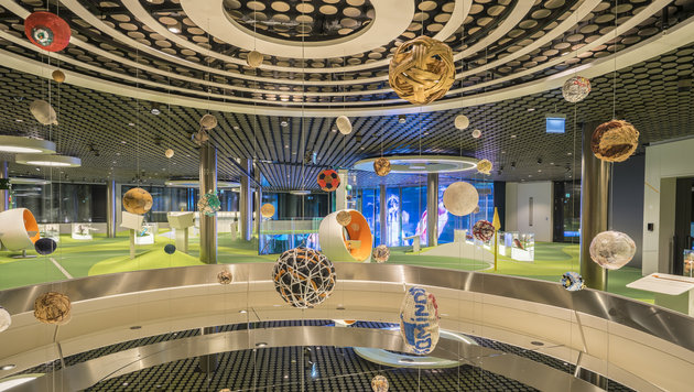 Futuristisches Fußball-Museum: Zürich huldigt dem Ballsport. (Bild: Adam Naparty)