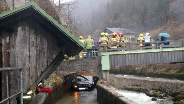 Auto ohne Lenker in Kraftwerkskanal gerollt (Bild: APA/WWW.FF-BADISCHL.AT)