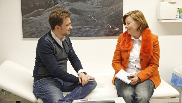 """""""Krone""""-Interviewerin Conny Bischofberger mit Dr. Gernot Rainer (Bild: Reinhard Holl)"""