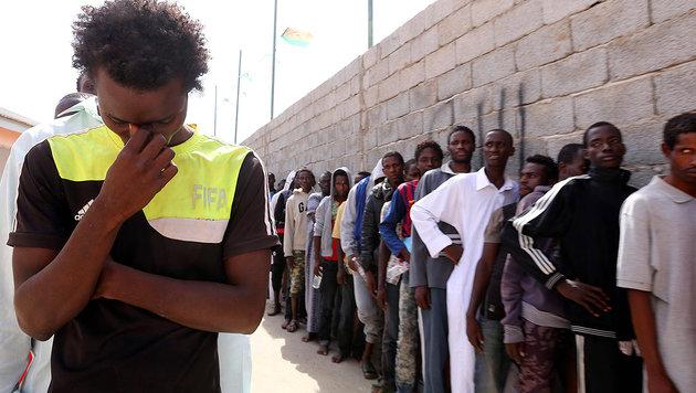 200.000 Fl�chtlinge warten in Libyen auf �berfahrt (Bild: AFP PHOTO/MAHMUD TURKIA)