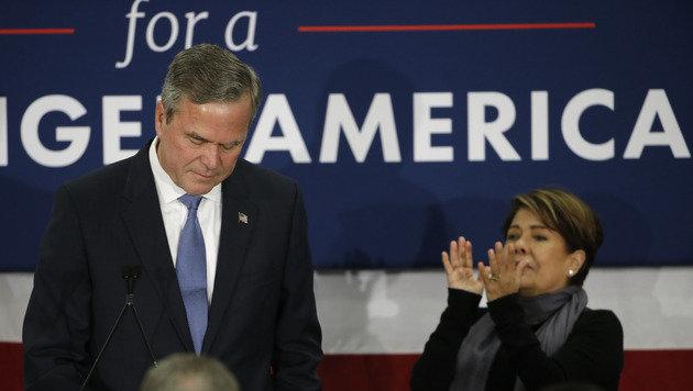 Da hilft auch kein Applaus mehr: Jeb Bush steht auf verlorenem Posten und gibt auf. (Bild: ASSOCIATED PRESS)
