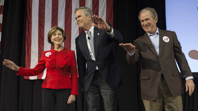 Laura Bush, Jeb Bush und George W. Bush (Bild: APA/AFP)