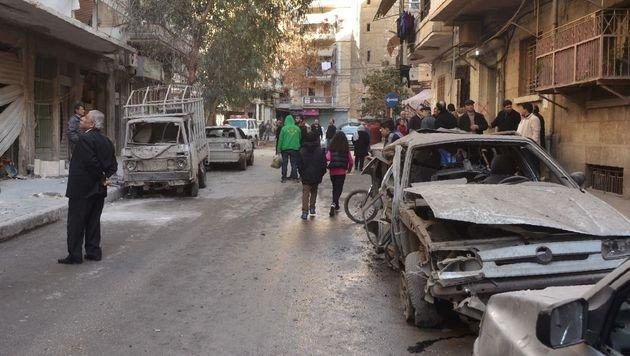 Ein von Regierungstruppen kontrolliertes Viertel in Aleppo nach einem Rebellenangriff (Bild: APA/AFP/GEORGE OURFALIAN)