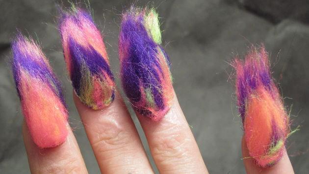 """Jetzt bekommen die Fingernägel Haare (Bild: brakerulesnotnails)"""